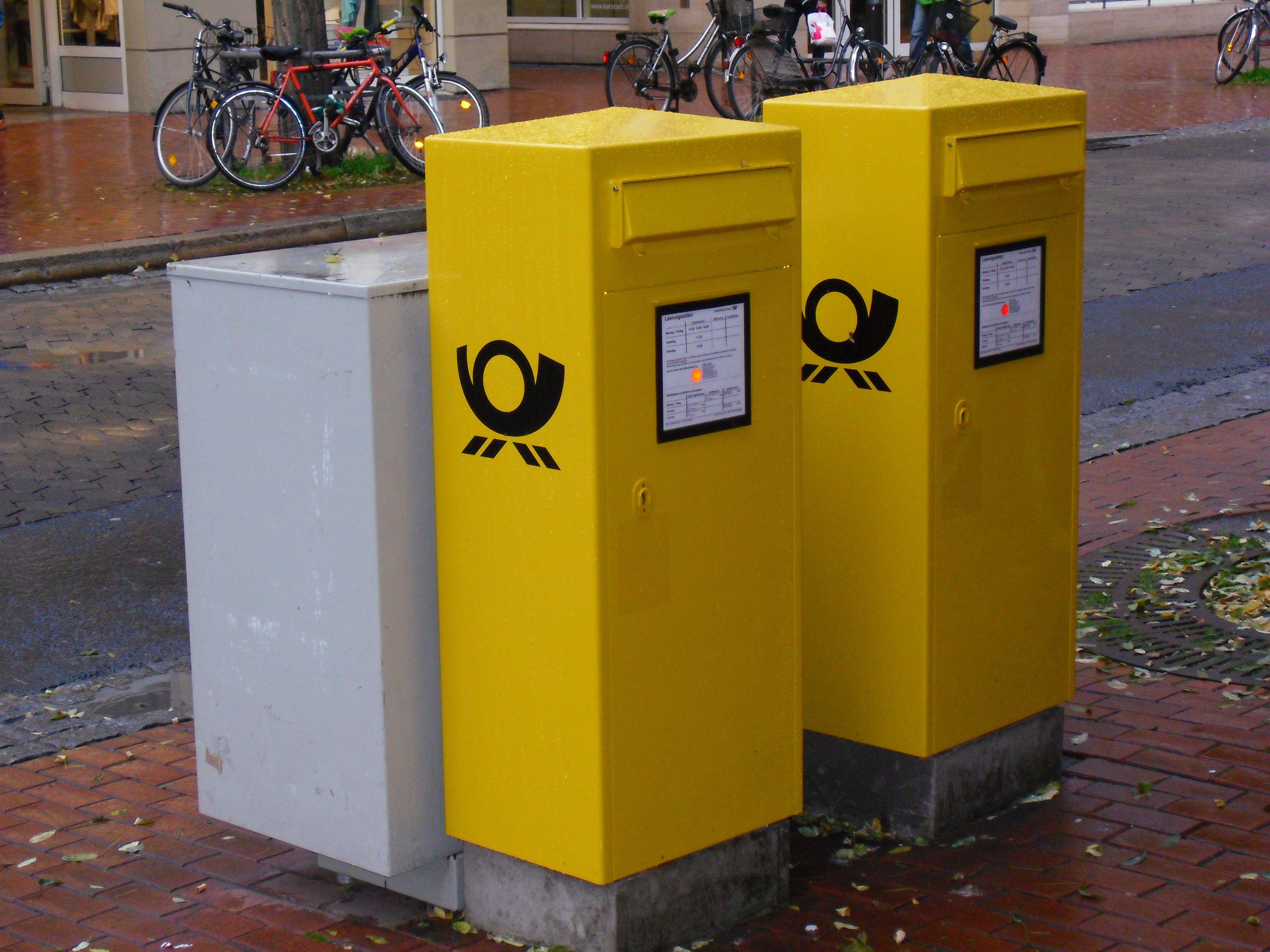 Göttingen (Lower Saxony), Germany: free standing post boxes with one input; 3. November 2012 (Foto: Michael Kuschkowitz)