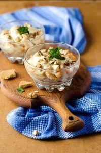 Десерт из груш запеченных с печеньем и сметанным кремом