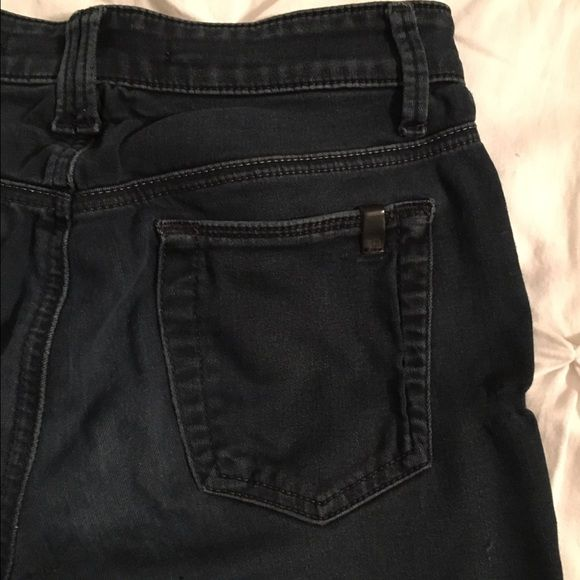 Joes Jeans Skinny micro flare size 26. Dark wash. Gently warn.. Still in good condition. Skinny jean fit until the small flare at the bottom. Very stretchy for comfort! Joe's Jeans Jeans Flare & Wide Leg