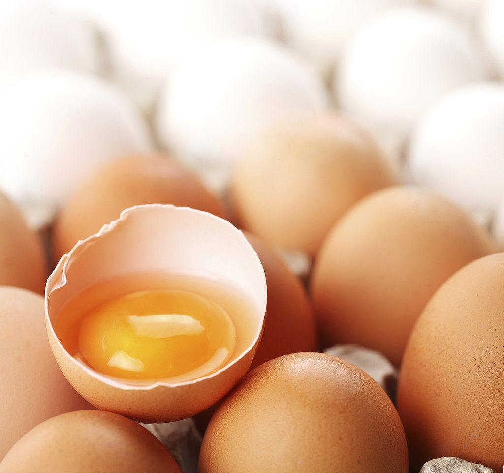 Tratamiento para el cabello con huevos - http://www.entrepeinados.com/tratamiento-para-el-cabello-con-huevos.html