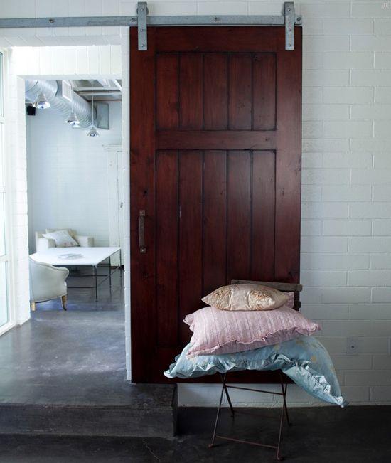 die besten 25 industrietor ideen auf pinterest schiebet ren glast r und metallt ren. Black Bedroom Furniture Sets. Home Design Ideas