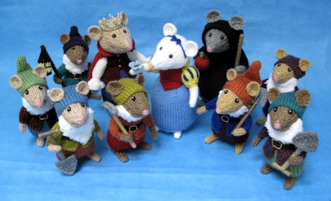Snow White Pantomice - Alan Dart.  This is a pattern that I found on the official Alan Dart website.  There are many lovely toy patterns here! I just love 'em!