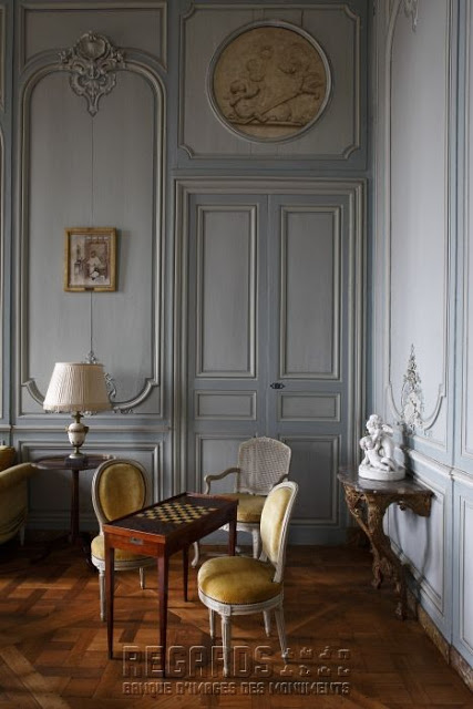 Decorating With Antique Game Tables Chateaux Interiors Decor Rustic Living Room Furniture