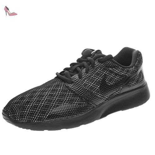 Nike Wmns Kaishi NS, Chaussures de Sport Femme, Noir / Noir-Blanc,