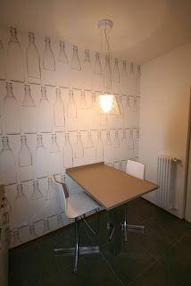 ALBERTO SOZZI       Interior designer: Micro cucina con carta da parati