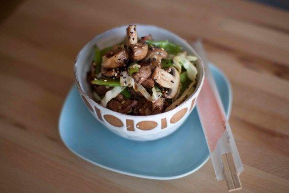 Ensalada fresca de espinaca y berenjenas