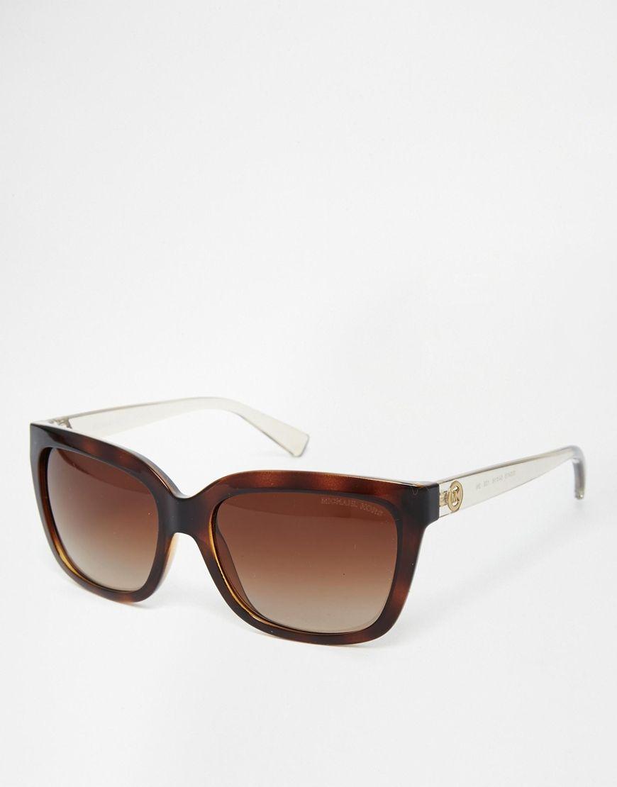 Sonnenbrille von Michael Kors leichter, farbiger Rahmen geformte Nasenpolster für zusätzlichen Komfort leicht getönte Gläser logoverzierte Bügel mit abgerundeten Enden für sicheren Halt voller UV-Schutz