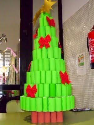 Adornos navidenos con material de reciclado
