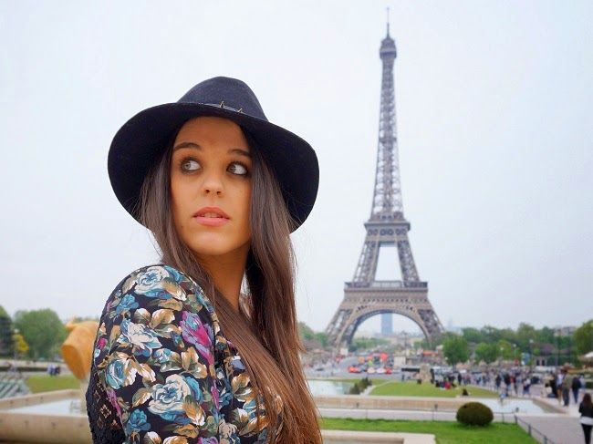 Front Low: Chic Parisien Paris Tour Eiffel blogger