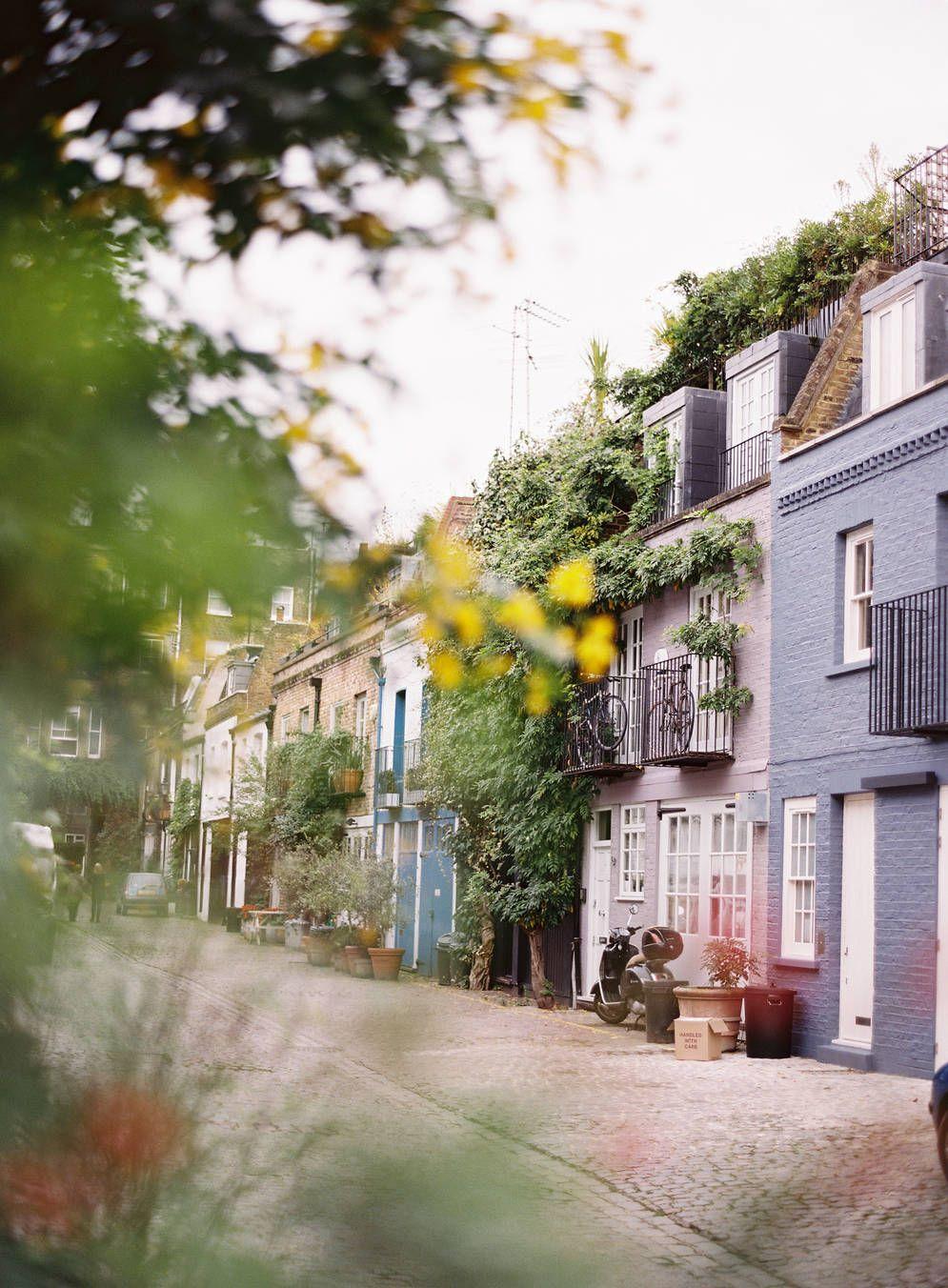 Les rues de Notting Hill donnent l'impression de jouer dans une comédie romantique. Les couleurs pastel de cet impertinent quartier de Londres ne manqueront pas de vous faire fondre.