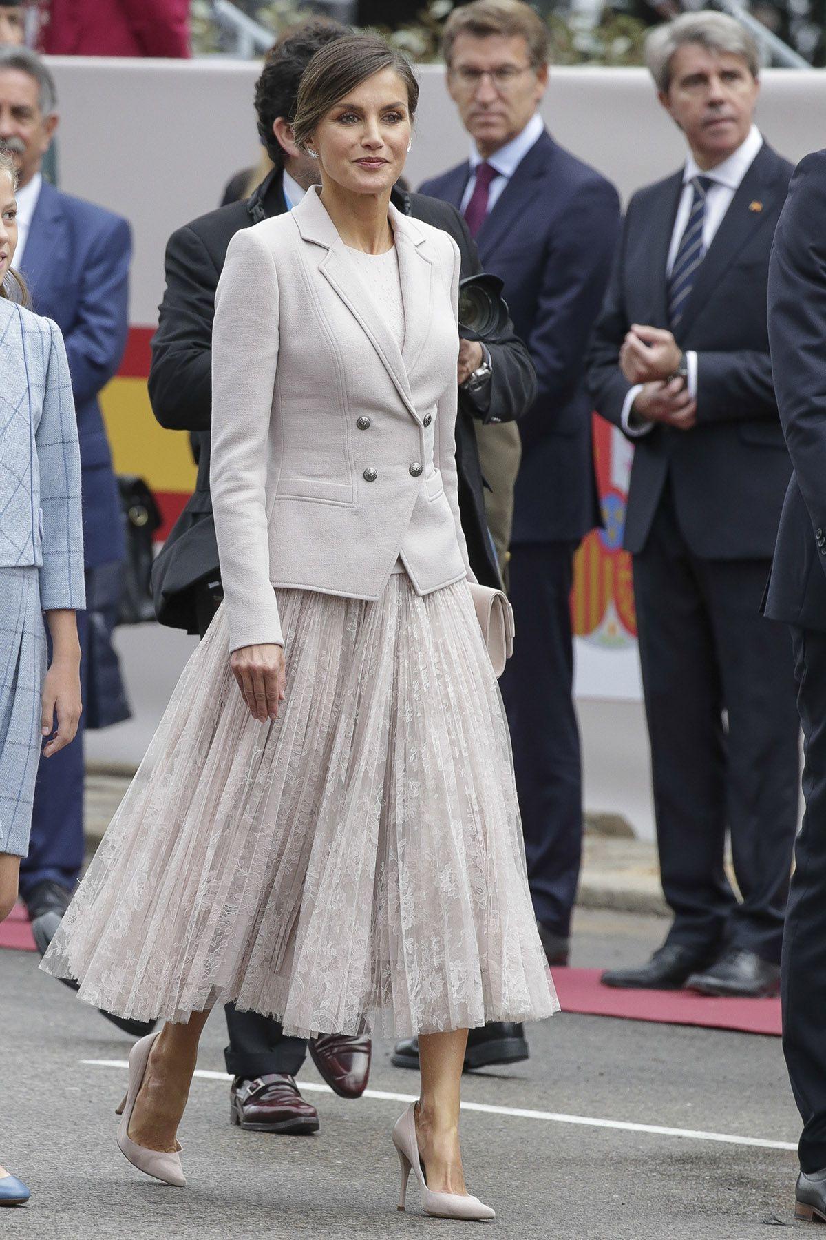 Watch Letizia lleva en Perú el vestido perfecto para un buen fondo de armario video
