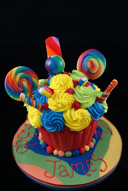 All the fun of the Fair Giant Cupcake by Cutie Cupcakes (aka Heather), via Flickr