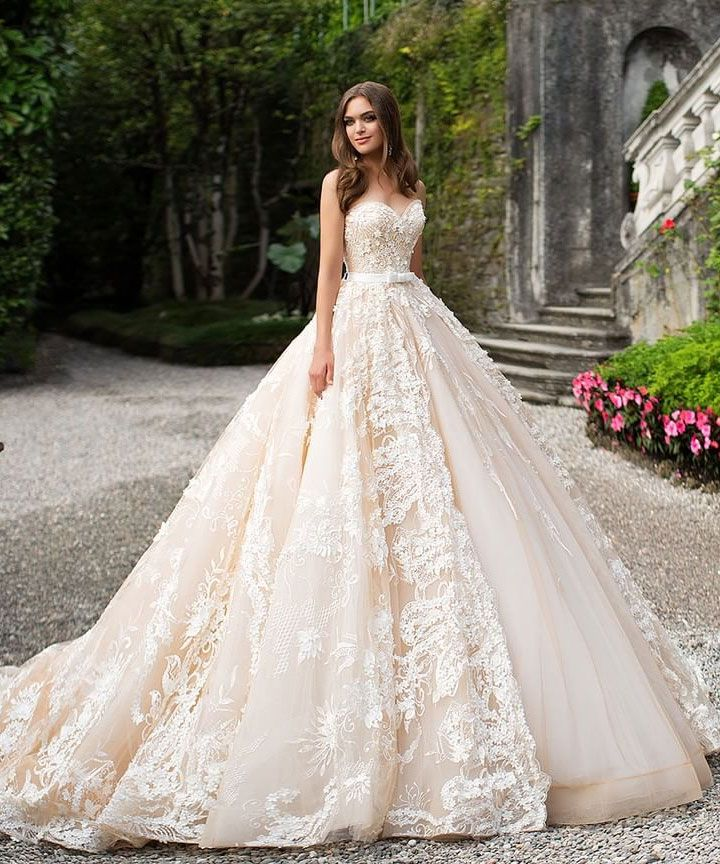 Sweetheart neckline wedding dress | Romantic Wedding Dresses | itakeyou.co.uk #weddingdress #bridalgown #bridaldress #wedidnggown #ballgown #romantic