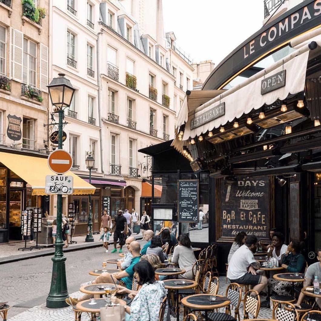 расскажем уличные кафе парижа фото них по-английски