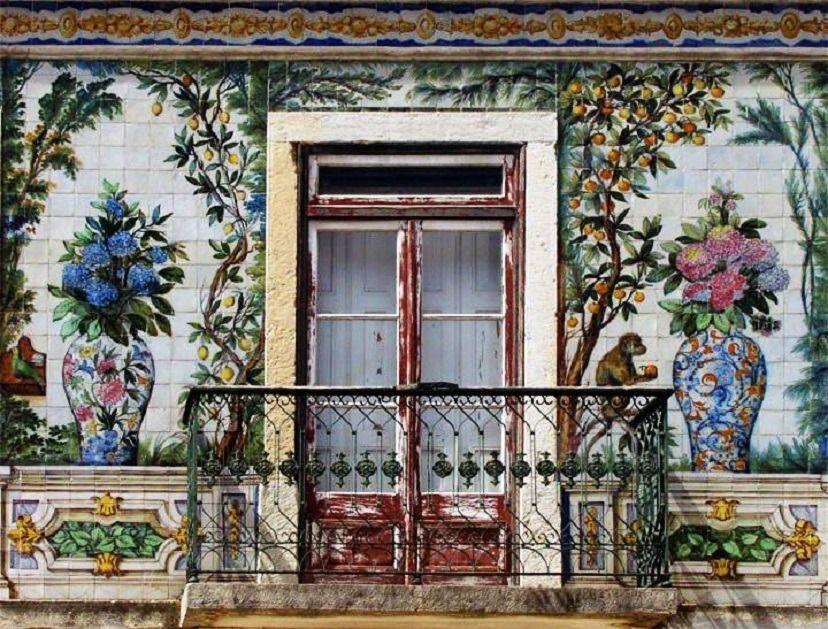 Portuguese balcony with tiles, Lisbon Lisbona, Scale e