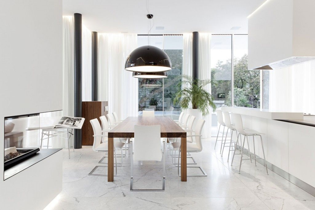 Een eetkamer inrichten met witte meubels: 15 voorbeelden