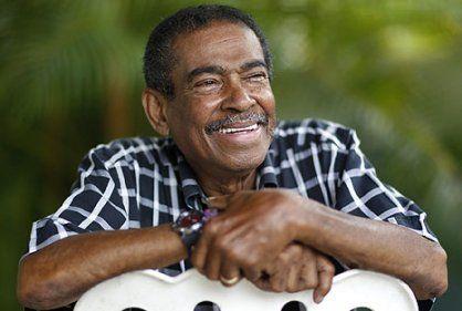 Muere uno de los fundadores del Gran Combo de Pto. Rico  Eddie Perez conocido como La bala Nota Caracoltv noticias mira la información aqui... http://www.vivalaradiotelevision.com/#!eddie-perez-muere/c1a6x