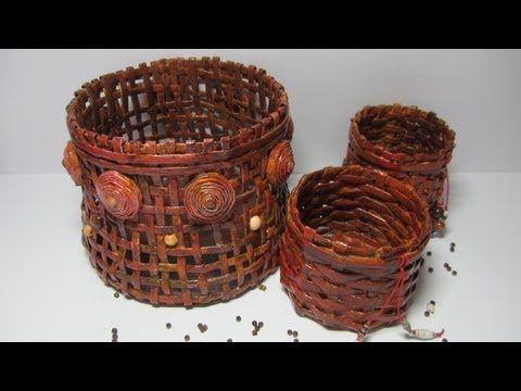 Como hacer de manera f cil cestas o canastas hechas con peri dico facebook https www - Cestas de papel periodico ...