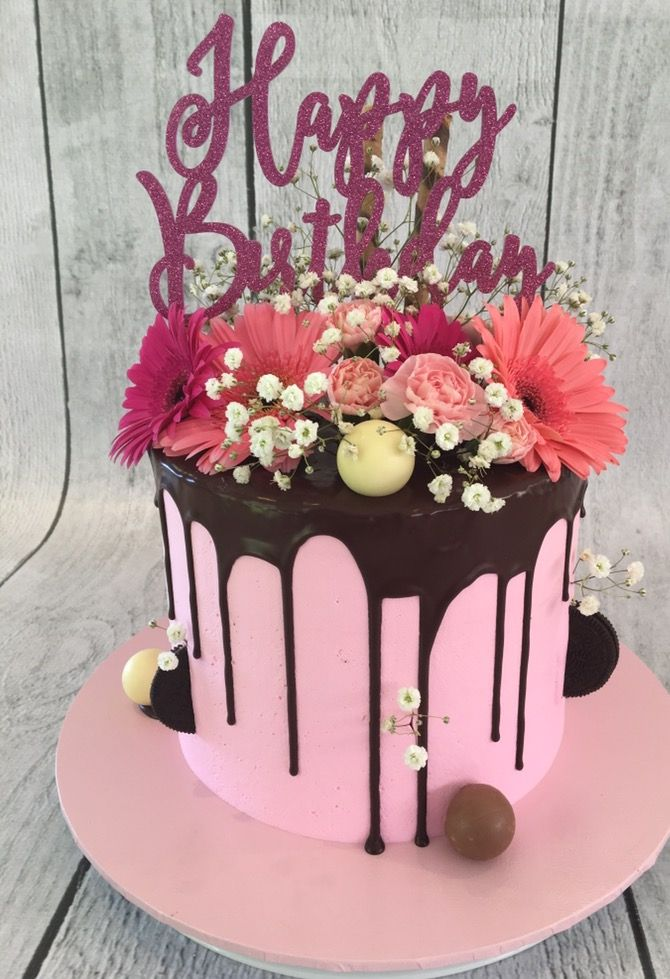 Drip cake with fresh flowers Da de la Madre Pinterest Drip