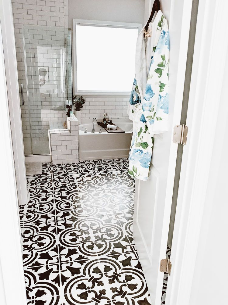 Diy Before And After Easy Bathroom Floor Makeover Idea Diy Painted Floors Painting Tile Floor Makeover