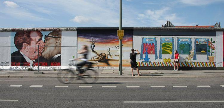 Berlin S East Side Gallery East Side Gallery Street Art Berlin Street