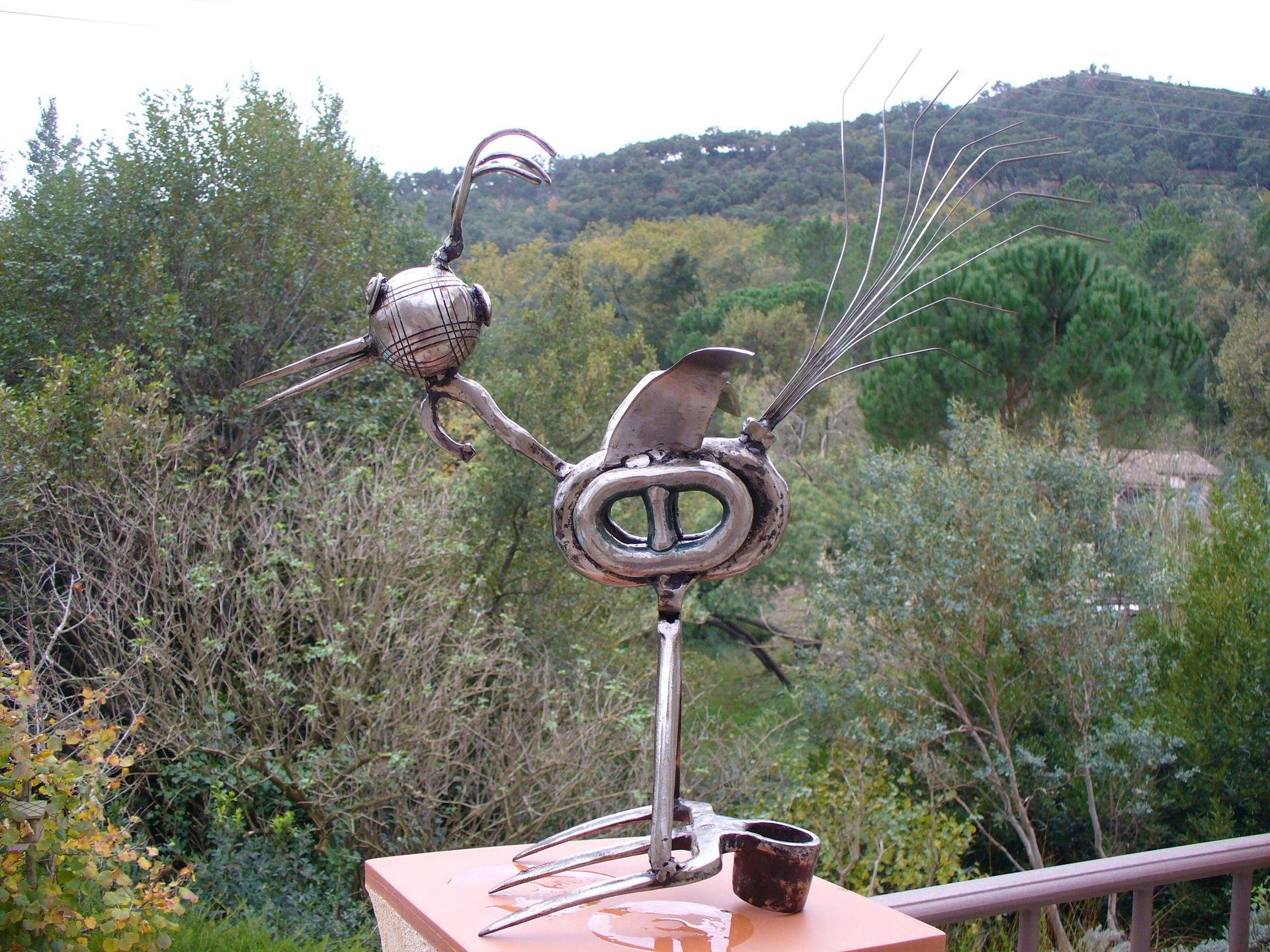 Bien-aimé HUPPE SCULPTURE D'ASSEMBLAGE DE VIEUX OUTILS EN FER : Sculptures  XX62