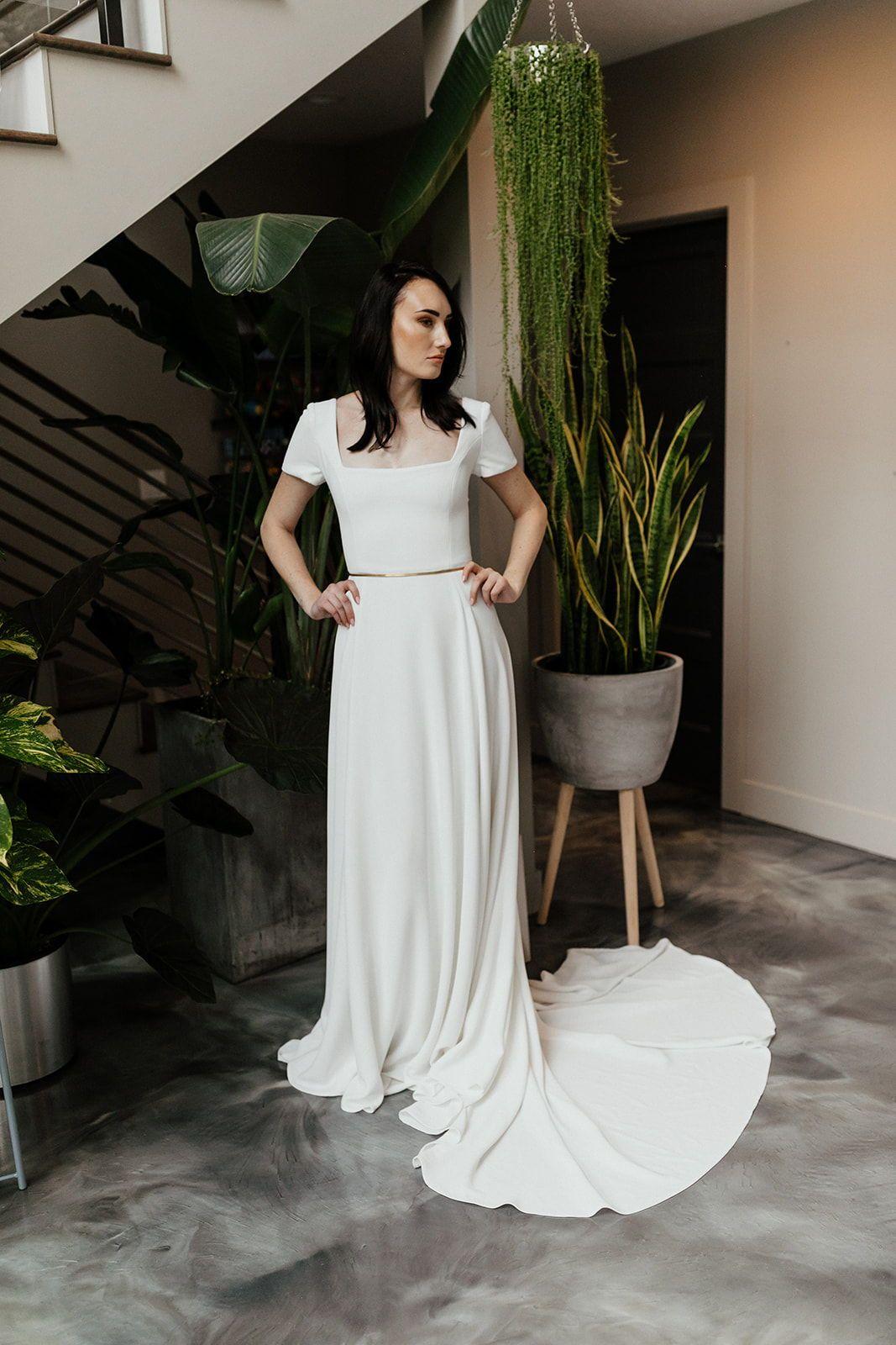 Crepe Modest Wedding Dress In 2020 Short Sleeve Wedding Dress Wedding Dresses Corset Wedding Dresses Unique