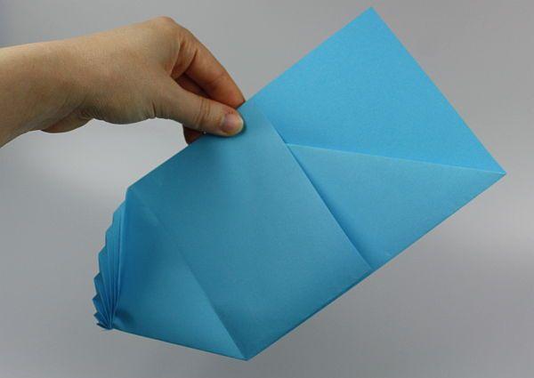 Lerne in dieser Bastelanleitung, wie Du einen Brief kunstvoll verzieren kannst. So lässt sich ein Brief schön falten ➤ hier Anleitung anschauen!