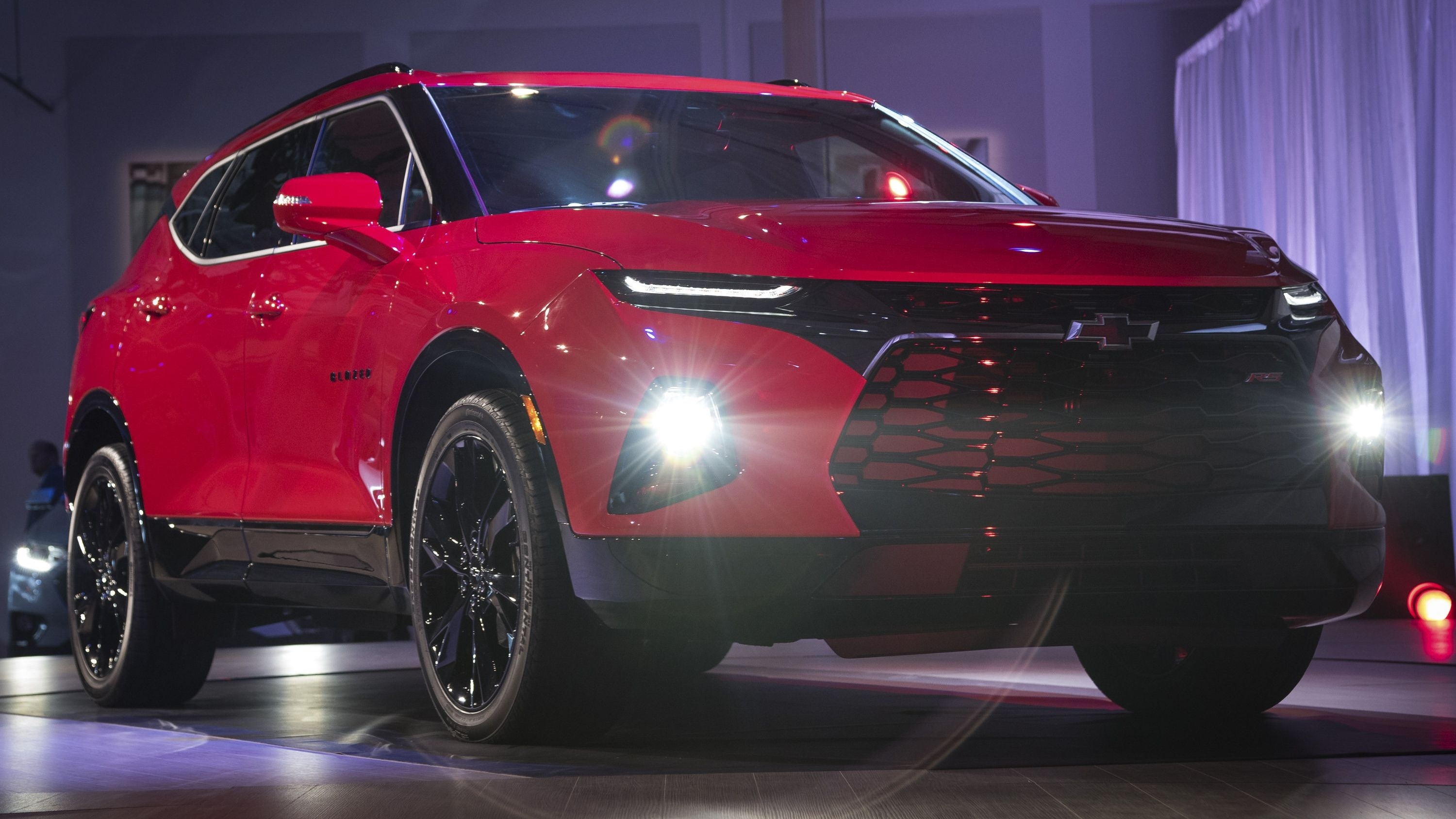 The New Chevrolet Blazer Is Here And It Looks Like An Oversized Camaro Top Speed Chevrolet Blazer Chevy Trailblazer Chevrolet Trailblazer