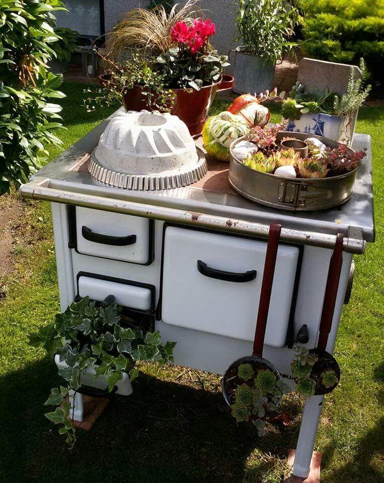 Wunderschön Ausgefallene Gartendeko Mit Altem Ofen. Quelle