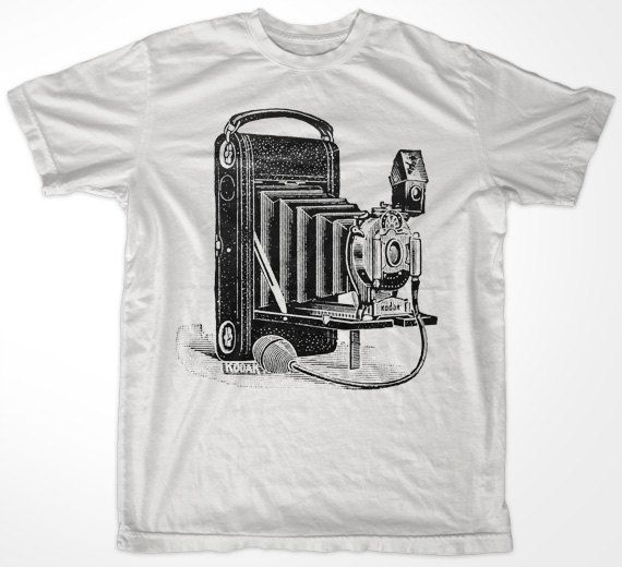 Old Vintage Retro Camera Men/'s Tee Image by Shutterstock