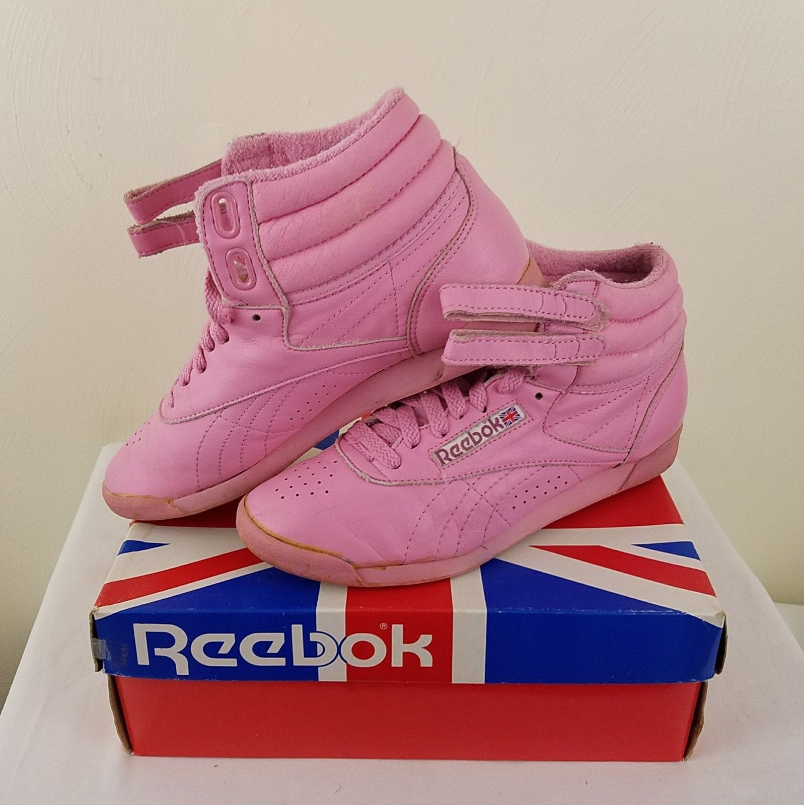 Reebok freestyle womens 7.5 vintage bubble gum pink leather shoe ... b6569b468