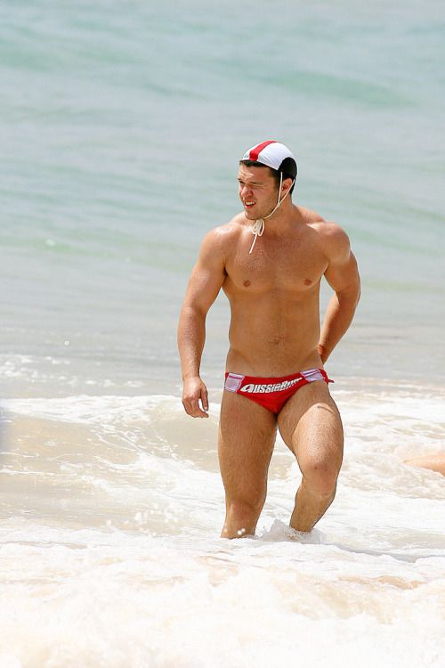 Beefy Cornfed Muscle Beach Boy. LOOK AT THOSE THIGHS