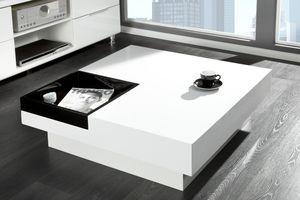 Witte Salontafel Dienblad.Moderne Salontafel Met Dienblad Op Podium Het Podium Is Wit En Het
