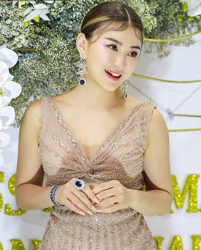 Photo Model: Blonde-Haired Wutt Hmone Shwe Yi in Hot
