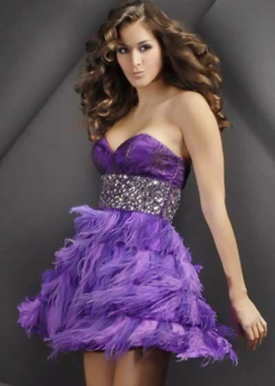 vestido violeta con cituron brilloso y volados