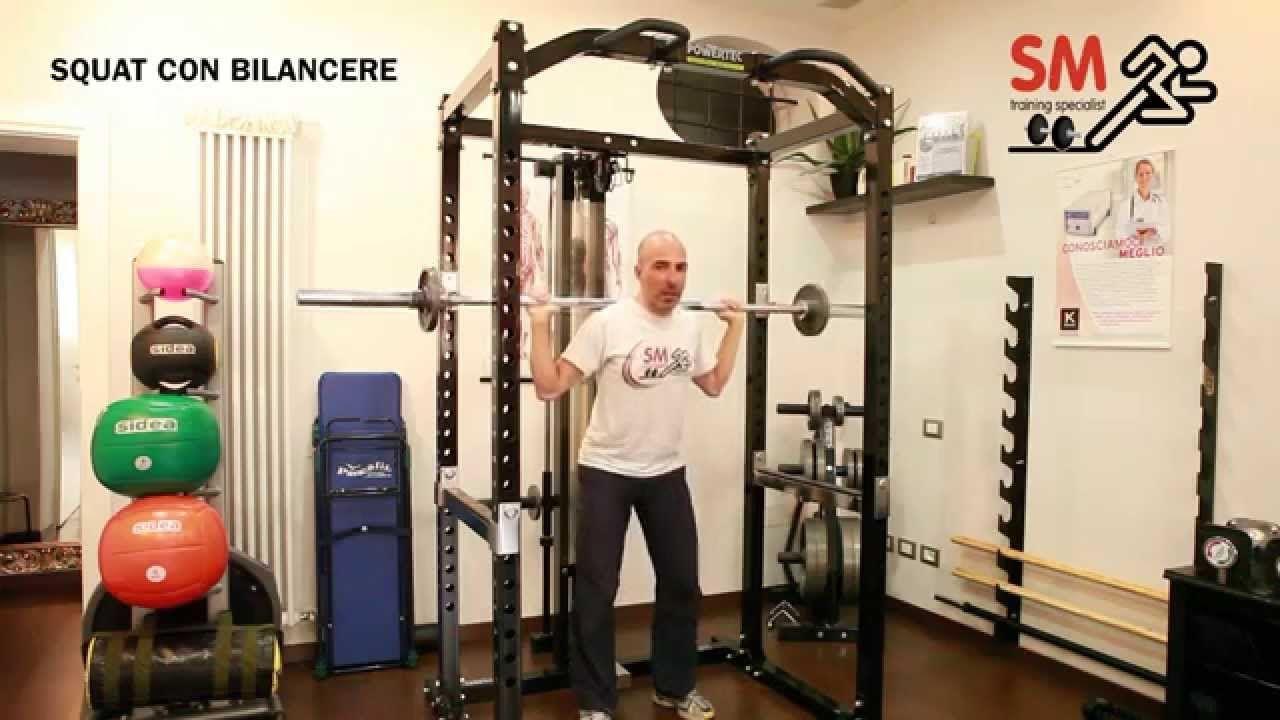 Lo Squat Con Il Bilanciere E Un Ottimo Esercizio Per Il Potenziamento E La Tonificazione Delle Gambe Per Gli Atleti Di Spor Squat Personal Trainer Glutei
