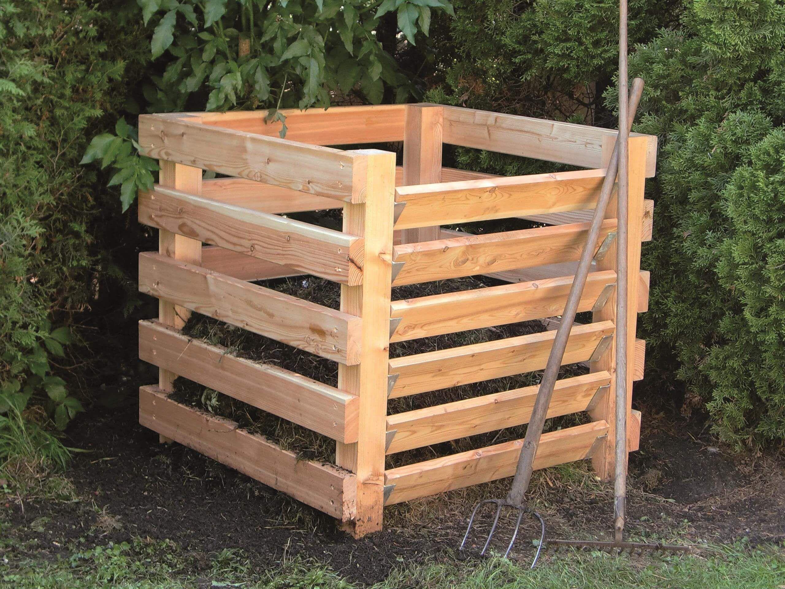 Einfachkomposter Verwertung Von Gartenabfallen Silberholz Kompost Komposter Holz Gartenabfall