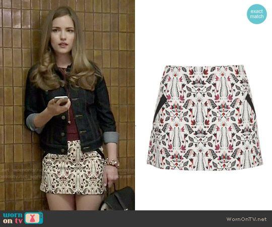Emma's white printed skirt on Scream.  Outfit Details: http://wornontv.net/50473/ #Scream