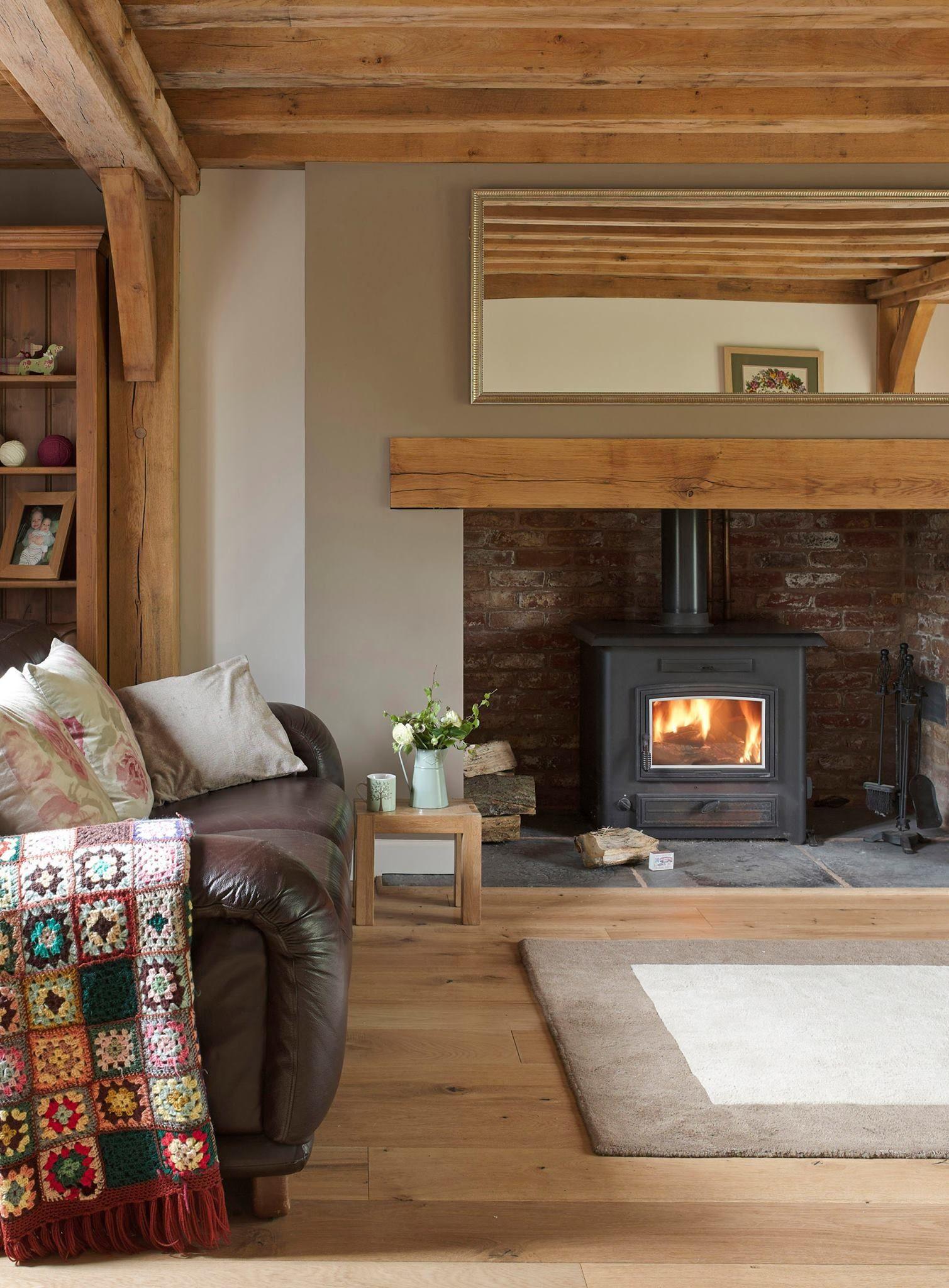 Un poêle à bois contemporain pour un salon classique, esprit ...