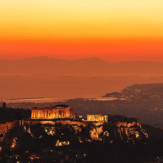 katerinakatopis Looking at 2,500 years of history every day... We are so lucky to have the #acropolis and the Parthenon on our footsteps! I❤️Athens! #gfd_landmark2 http://instagram.com/p/ssJwnhHVt4/?modal=true