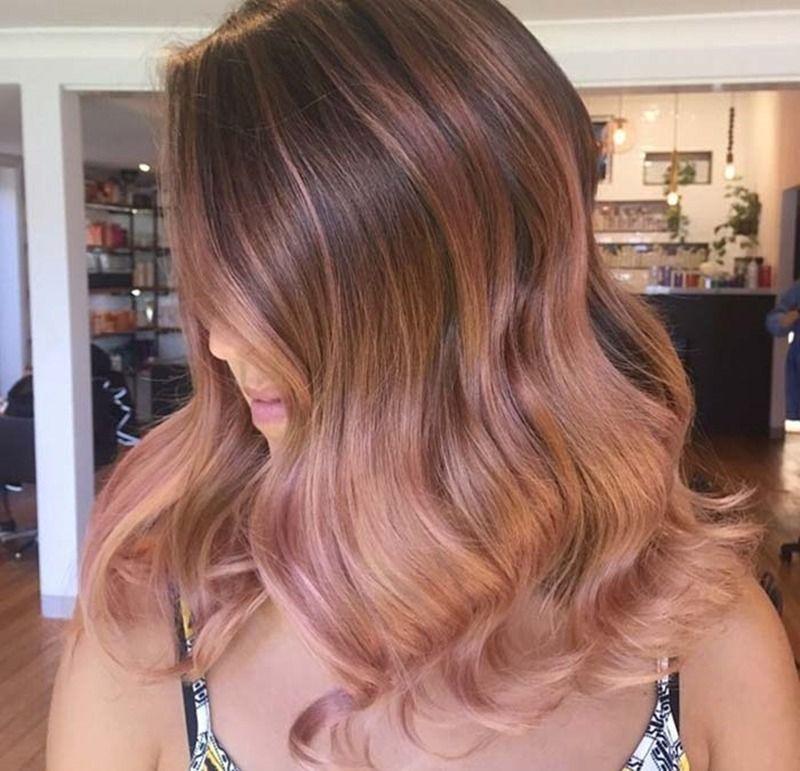 Tanto que chegou até os cabelos: o Rose Gold – rosa clarinho com fundo dourado