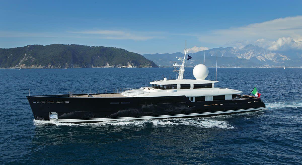 Galileo G  Pure Beauty - Yachts International  Monaco Yacht