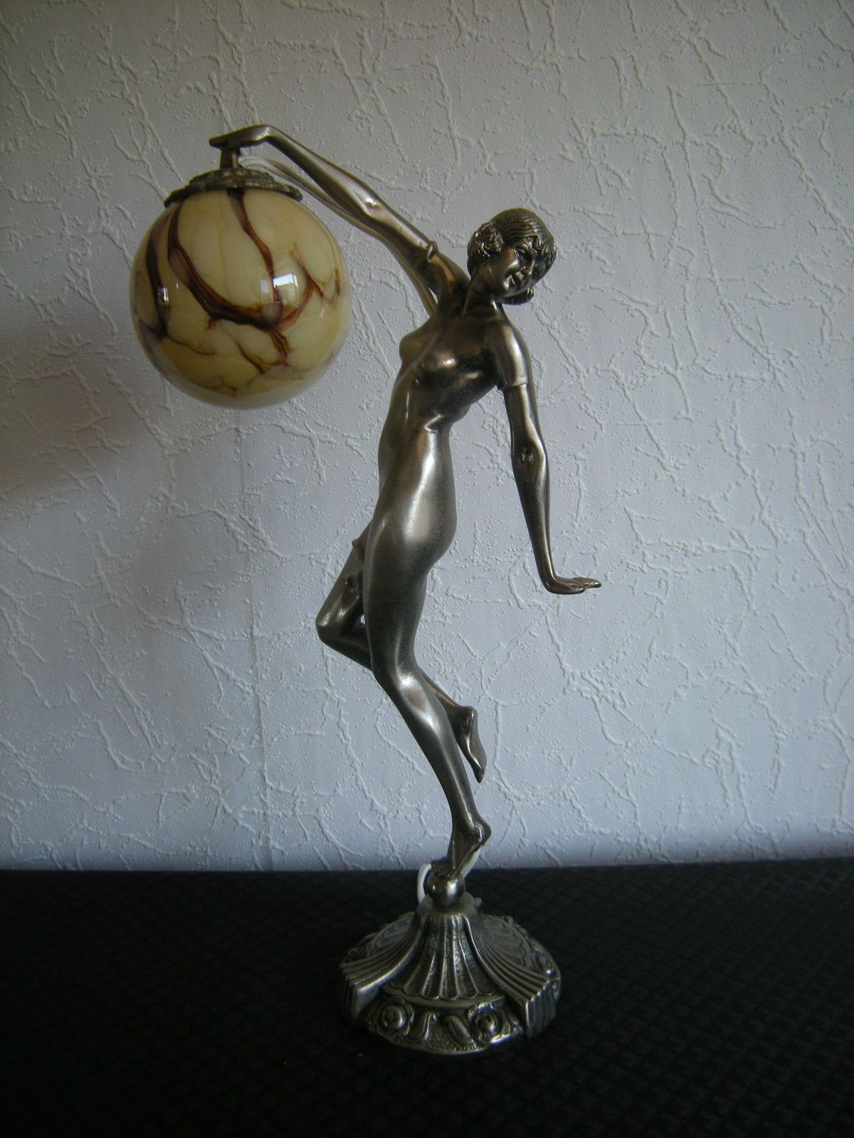 D tails sur lampe veilleuse statuette femme danseuse nue for Proantic art deco