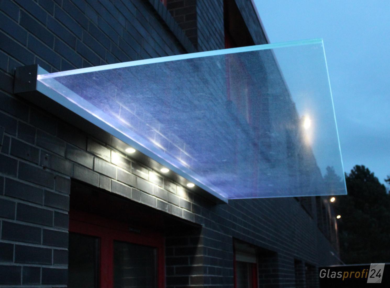 Vordach Dura Mit Beleuchtung 3 Spots Im Profil Und Gluminat Leuchtendes Glas Glasvordach Vordach Glas Vordach