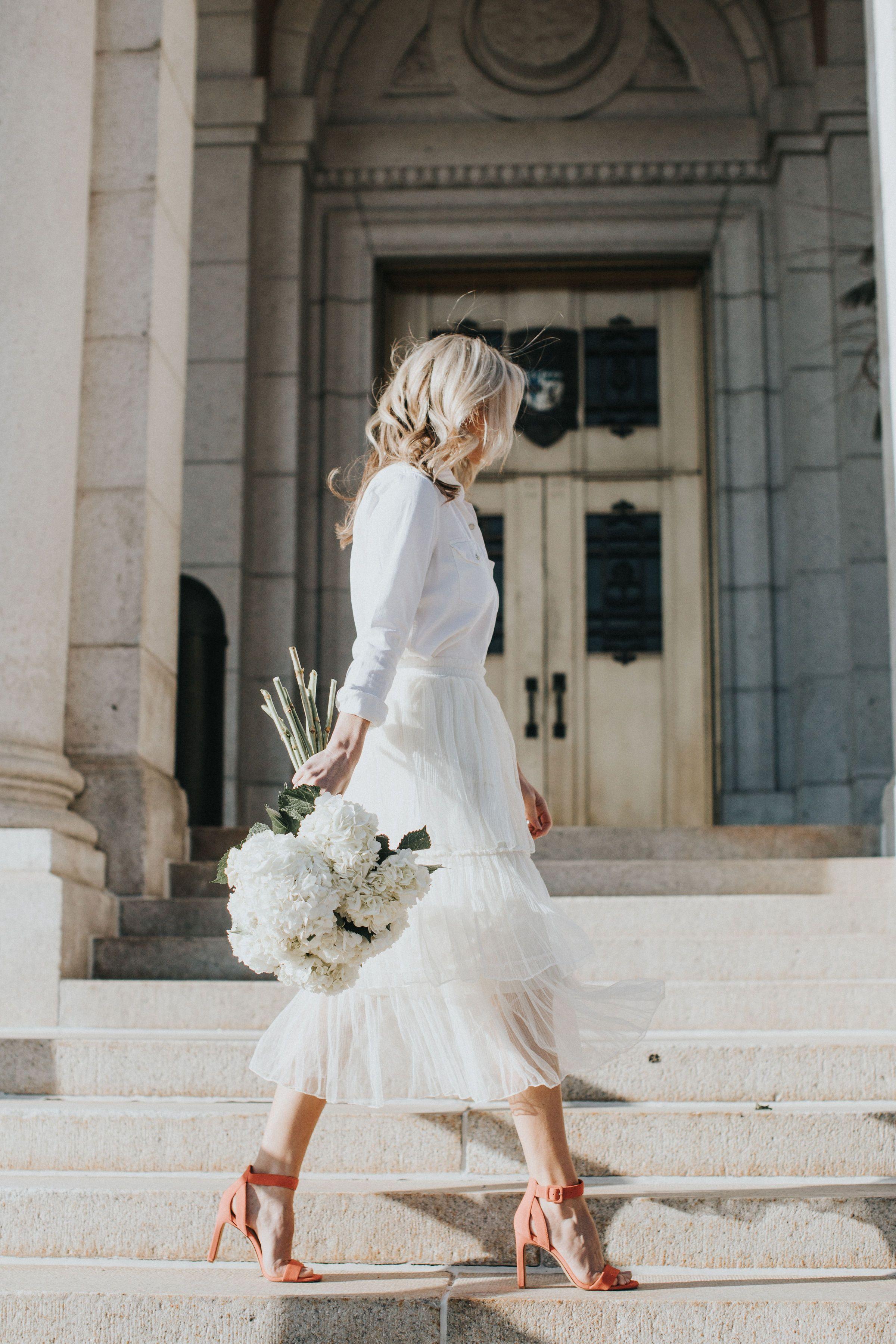 Vince Camuto Bevveyn Dsw Wedding Dress Guide Short Wedding Dress Modest Wedding Dresses With Sleeves [ 3600 x 2400 Pixel ]