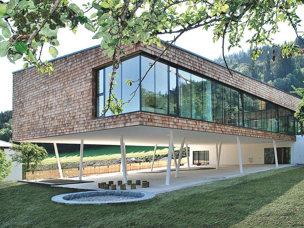 Casa suspensa por pilotis e fachada de vidro pilotis a cara de bras lia arc and interior - Casa en sabadell centro ...
