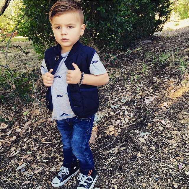 "7,773 curtidas, 41 comentários - Collette Wixom (@ministylehacker) no Instagram: ""Hey Grey! ✋@3claps @vinginojeans @carters #ministylehacker #mensfashion #fashionkids #style…"""