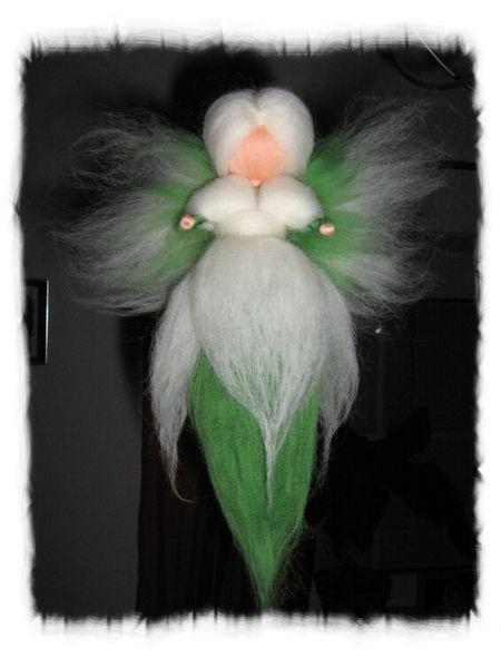 Schneeglöckchen-Fee für Jahreszeitentisch  von Filzhimmel auf DaWanda.com