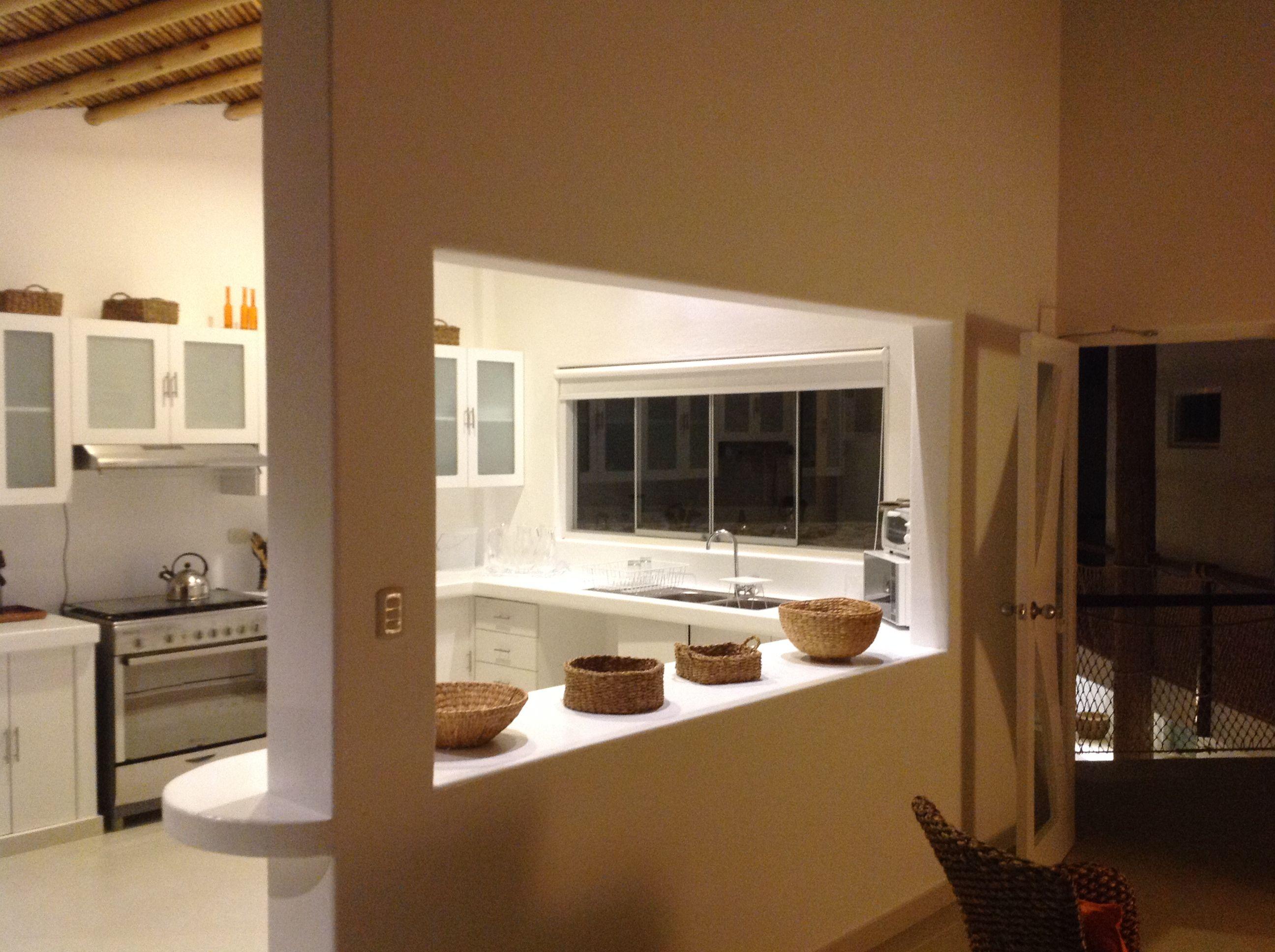 Cocina y entrada al apartamento | Cocina, Comedor, Mesas, Sillas ...